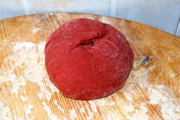 Pasta rossa alla barbabietola