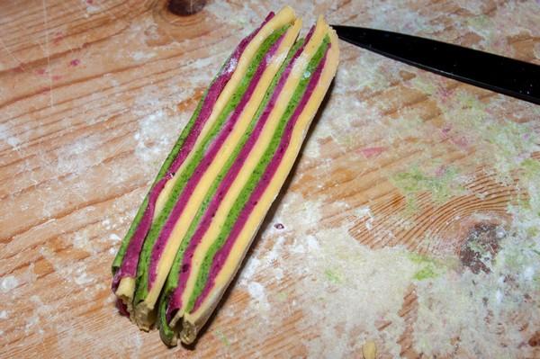 Ravioli a strisce colorate